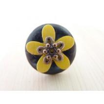 Bague bouton coco noire fleur jaune bois