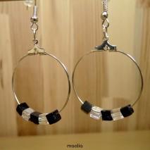 Boucles d'oreilles créoles avec perles carrées