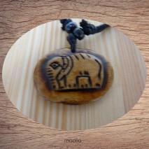Maolia - Collier pendentif os de buffle médaillon éléphant