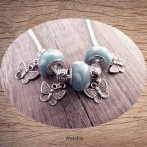 Collier perlesbleues et blanches papillons argent