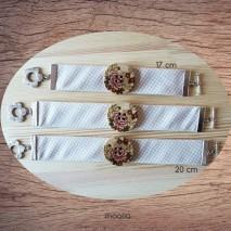 Bracelet beige gros bouton fleuri