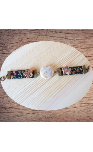 Bracelet tissu noir fleuri et pierre naturelle