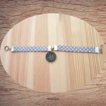 Bracelet tissu gris pois blanc médaillon émaillé