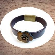 Bracelet cuir marron et fleur en nacre
