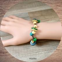Bracelet perles de bois vertes et bleues