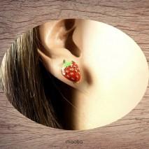 Boucles d'oreilles petites fraises des bois