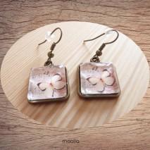 Maolia - Boucles d'oreilles cabochon carrée papillon rose saumon