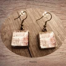 Maolia - Boucles d'oreilles cabochon carrée musique