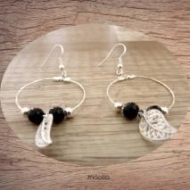 Maolia - Boucles d'oreilles créoles perles noires et feuille