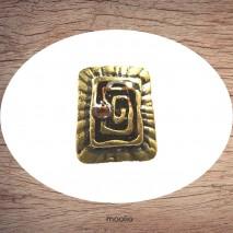 Bague émaillée rectangle labyrinthe et perle de cristal