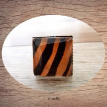 Bague cabochon carrée peau de bête tigre 1