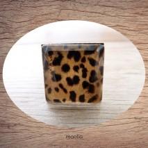 Bague cabochon carrée peau de léopard 3