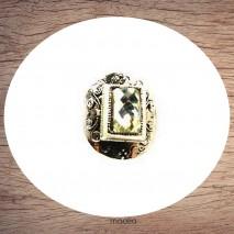 Bague argentée carrée relief cristal blanc