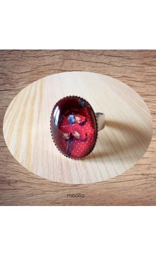 Bague cabochon ovale coquelicot fond rouge