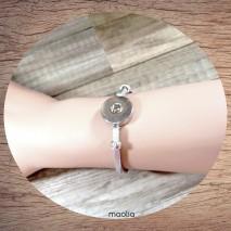 Bracelet fin en cuir gris argenté pression