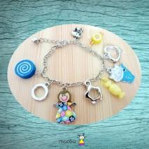 Bracelet jaune et chat bleu