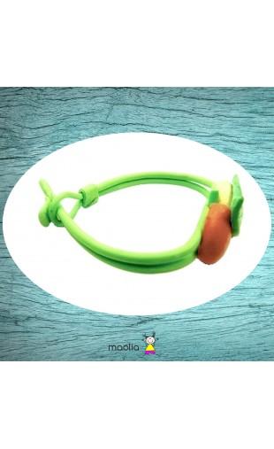 Bracelet vert avec fruits jaunes et rouges