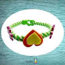 Bracelet tressé vert et blanc coeurs