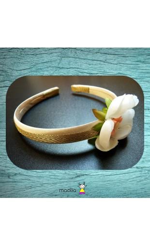 Serre-tête beige doré grosse fleur blanche