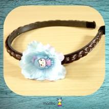 Serre-tête tresse chatain foncé fleur bleue