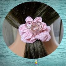 Chouchou tissu rose et blanc à carreaux et cœur en résine