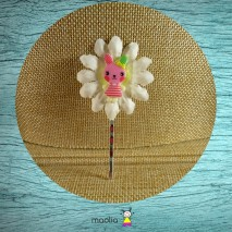 Pince argent fleur blanche lapin rose