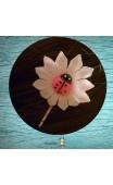 Pince argent fleur blanche coccinelle rose