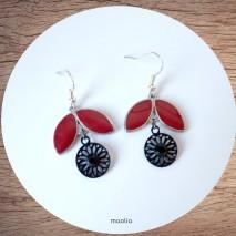 Maolia - Boucles d'oreilles pétales rouges et cercle noir