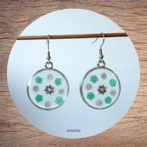 Maolia - Boucles d'oreilles disque de résine fleurs vertes