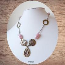 Collier éléments bronze et perles roses