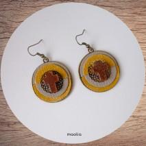 Maolia - Boucles d'oreilles croix pierre de soleil et cuir